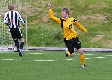 4351783c Stadlandet er i praksis klar for opprykk til 5. divisjon etter dagens seier  borte mot Stryn 2. På bildet jublar Ole Andreas Aarvik etter scoring heime  mot ...