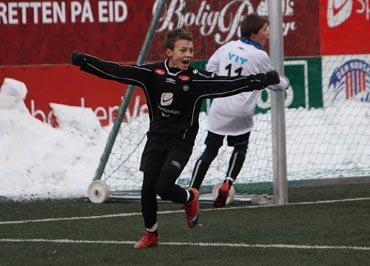 d50ce98a Fredrik Flo scora fire mål for Sogndal borte mot Jotun. Bildet er frå  sonelagsturneringa på Eid 24. januar 2010. Sjå bilder og fakta frå denne  turneringa.