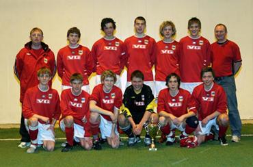 95a54661 Even Hovland var med på Høyang sitt lag som vann KM-tittelen i juniorklassa  under innandørs-KM i Nordfjordhallen i 2006.