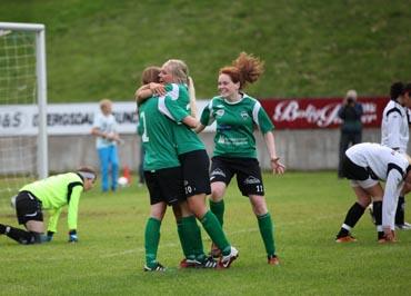 8b10a37e I dag blir den siste serierunden i 2. divisjon kvinner avdeling 4 avvikla.  Bildet er frå Jølster sin heimekamp mot Førde 17. august.